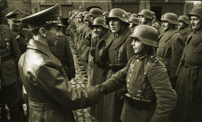 Auszeichnung des Hitlerjungen Willi H¸bner