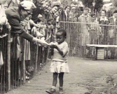 African-girl-in-human-zoo-e1392748580716