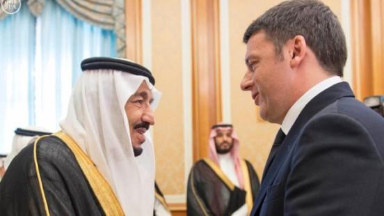 Saudi King Salman bin Abdulaziz shakes hands with Italy's Prime Minister Matteo Renzi in Riyadh