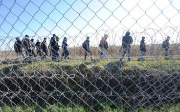 97194273_FILE_migrants_FOREIGN-large_transtGQB12KHxxQCrwnTZkX0nwgWqwm85JEWpGVhFb46TTg.jpg