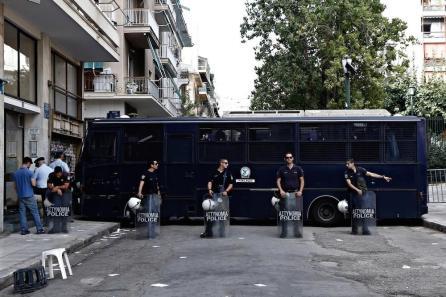 antifasistes-fiasko-egkainia-lepen-agios-panteleimonas-body-image-1474287179-size_1000
