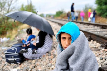 refugee-crisis-child-train1
