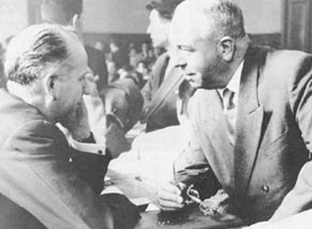 Ο Μέρντεν, στη δίκη του με τον δικηγόρο του. Φλεβάρης 1959