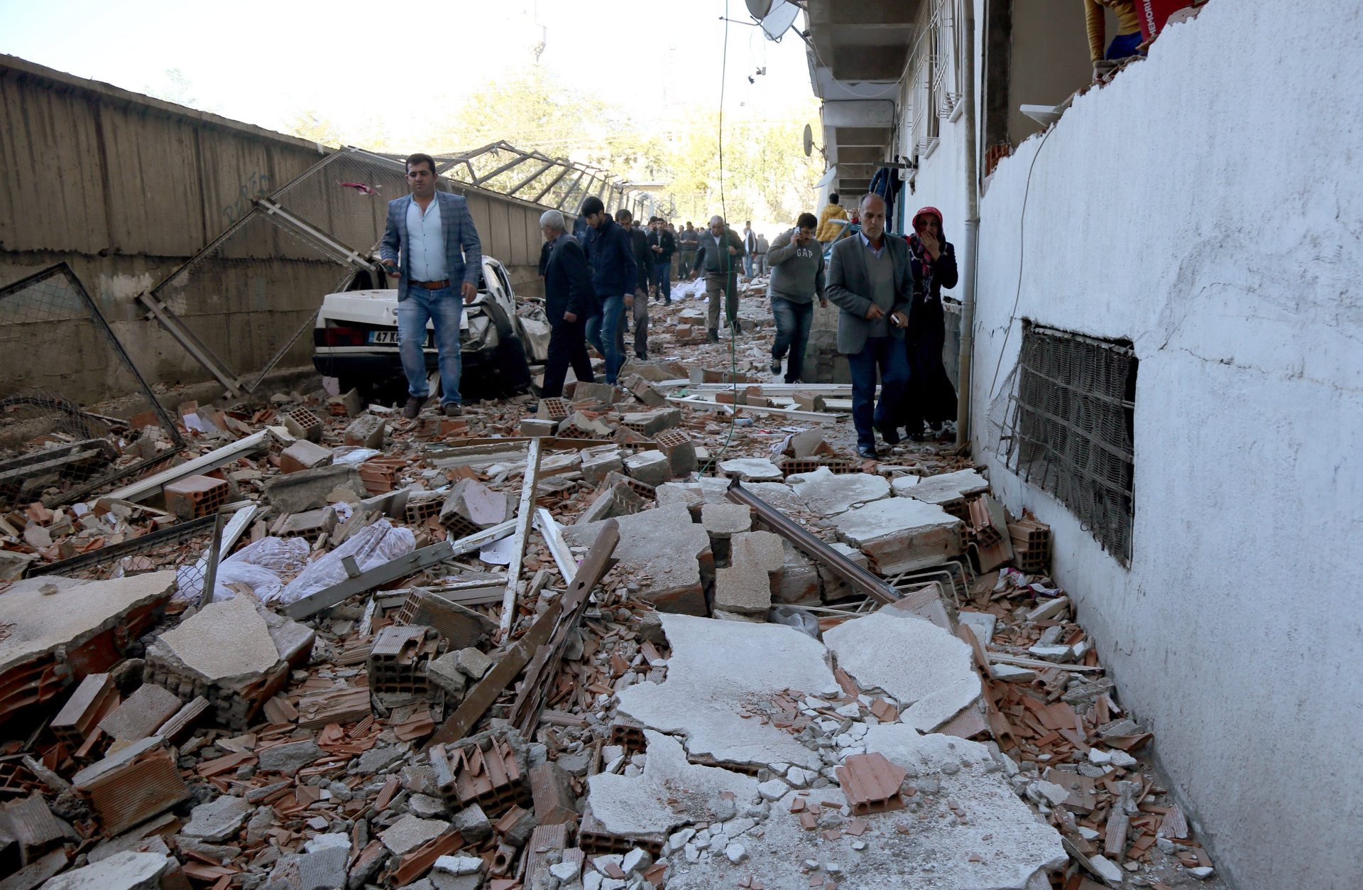 epa05617078 People look at damage caused by an explosion in Diyarbakir, Turkey, 04 November 2016. Media reports state that at least one person was killed and several others injured. The blast targeting a police station was reported to have happened just hours after the arrest of the co-leaders of the pro-Kurdish and pro-minority political party Peoples' Democratic Party (HDP) Figen Yuksekdag and Selahattin Demirtas and at least nine other members of parliament as part of a counter-terrorism investigation following a police raid in the HDP party headquarters in Ankara. The HDP is accused by the Turkish government to have links with the Kurdistan Workers' Party (PKK) militant group, an accusation HDP strongly denies.  EPA/STRINGER