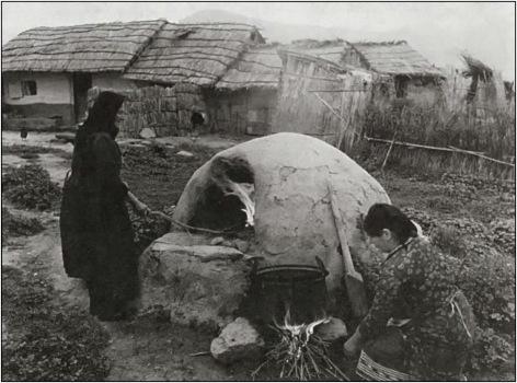 Φούρνος στην Γκιούλμπερη (Αμφιθέα), 1970 | Φωτο: Τάκης Τλούπας | http://thestoryofphotography.blogspot.gr