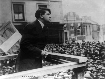 800px-michael_collins_addressing_crowd_in_cork_cph-3b15295