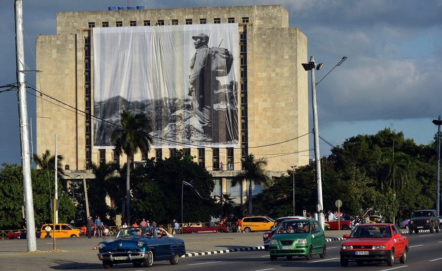 epa05650363 Photo shows an image of late Cuban leader Fidel Castro on a building in Havana, Cuba, 27 November 2016. The island will celebrate nine days of official mourning decreed by the Government following the death of Cuban former President Fidel Castro, although the main tributes will last from Monday to Sunday.  EPA/Rolando Pujol