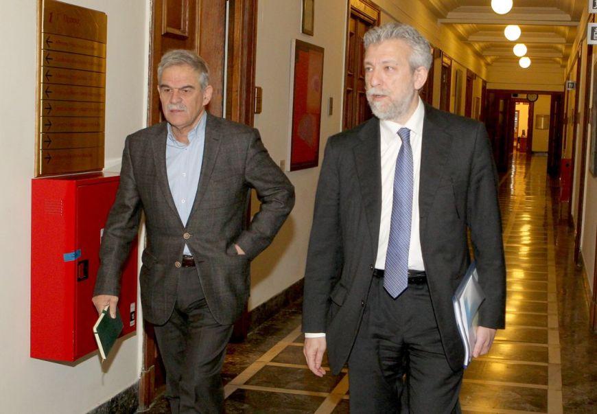 αναπληρωτής υπουργός Εσωτερικών και Διοικητικής Ανασυγκρότησης αρμόδιος για θέματα Προστασίας του Πολίτη Νίκος Τόσκας (Α) και ο υφυπουργός Αθλητισμού Σταύρος Κοντονής (Δ) προσέρχονται στη συνεδρίαση του Υπουργικού Συμβουλίου με αντικείμενο το νομοθετικό έργο της κυβέρνησης το αμέσως επόμενο διάστημα, Τετάρτη 10 Φεβρουαρίου 2016. ΑΠΕ-ΜΠΕ/ΑΠΕ-ΜΠΕ/Παντελής Σαίτας