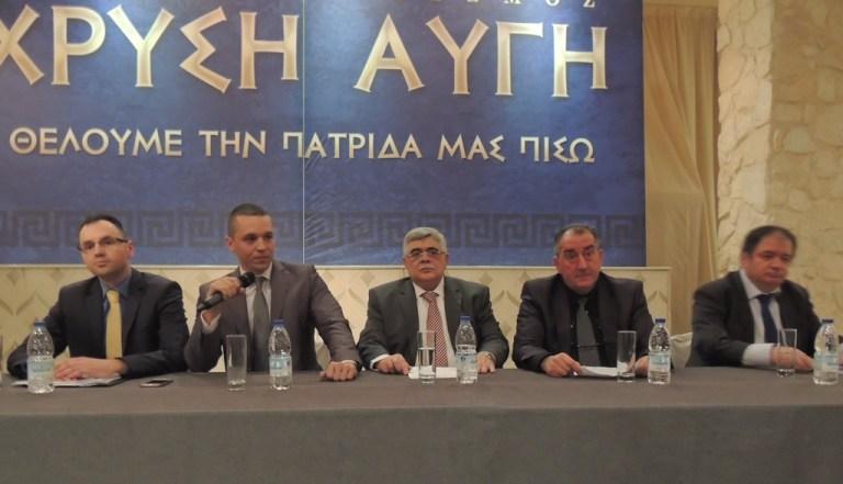 Οι Δαδινόπουλος (δεύτερος από δεξιά) και Μακρόπουλος (πρώτος από δεξιά) δίπλα σε Μιχαλολιάκο και Κασιδιάρη.