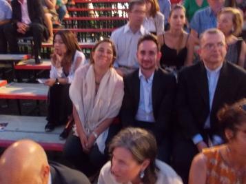 ο πρέσβης της Μπολιβαριανής δημοκρατίας Farid Fernandez μέ τη σύζυγο του στό θέατρο βράχων
